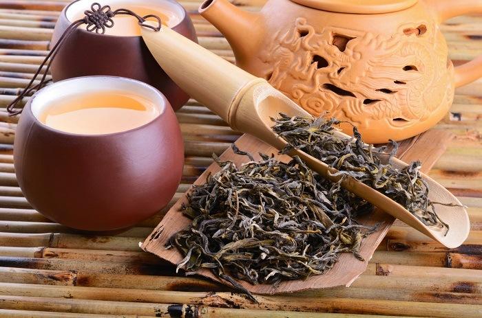 Raw tea and tea pot